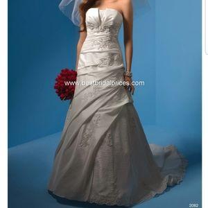 Alfredo angelo wedding dress style 2082